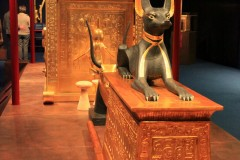 Kanopenschrein und Wächter Anubis